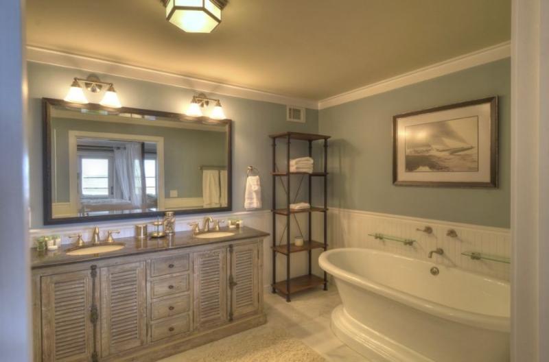1º piso banheiro com banheira