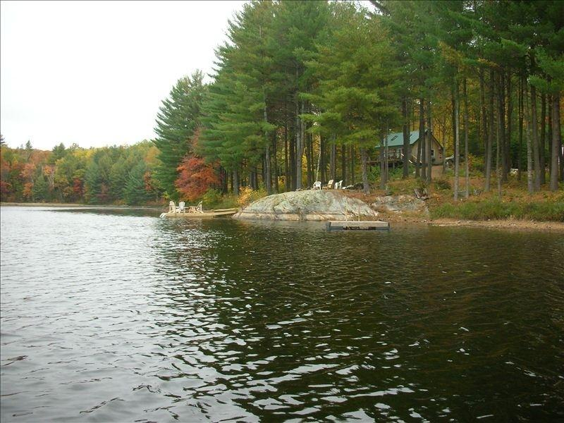 Secluded Cabin on Your Own Private Lake, casa vacanza a Haliburton