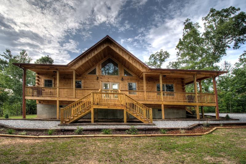 Sweet T's Cabin Brand New Luxury, holiday rental in Bryson City