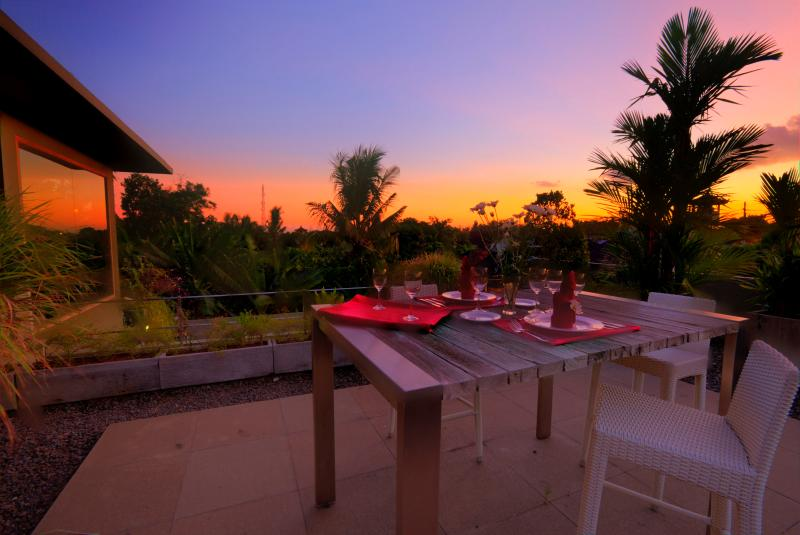 Amazing FIRENZE rooftop dining area with sunset view of Canggu village skyline