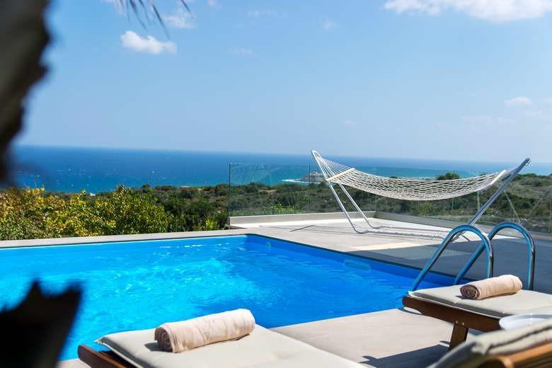 Villa Infinity with Sea Views 2 km from Rethymno city & Beach. Shaded BBQ area!, vacation rental in Kato Valsamonero