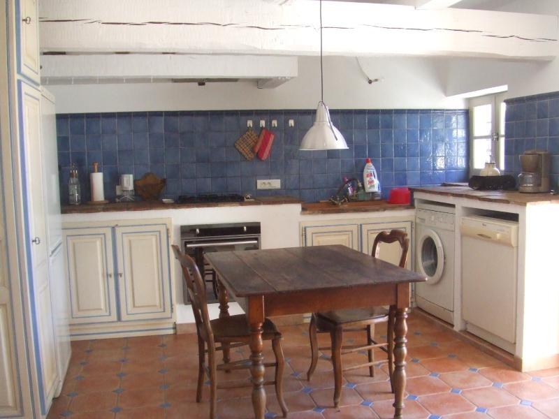 Otro punto de vista de la cocina (cualquier equipo de confort, moderno y de calidad)