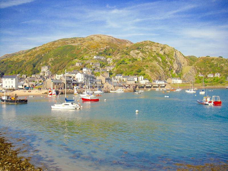 Barmouth Harbour - a delightful family seaside town with boating trips and fantastic fish & chips!