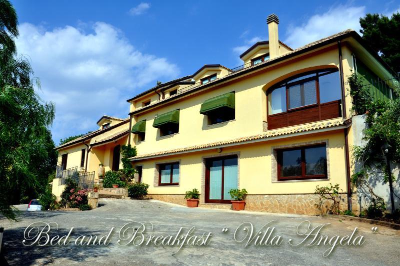 B&B - Casa Vacanze ' Villa Angela', vacation rental in Aidone