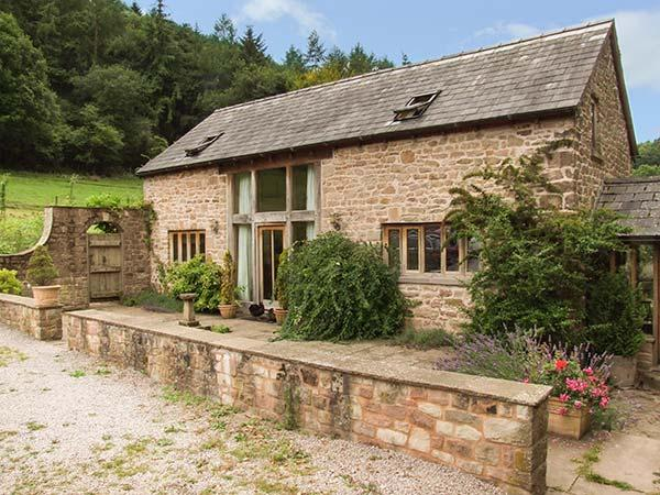 THE LODGE FARM BARN, family friendly, character holiday cottage, with a garden, vacation rental in Weston under Penyard