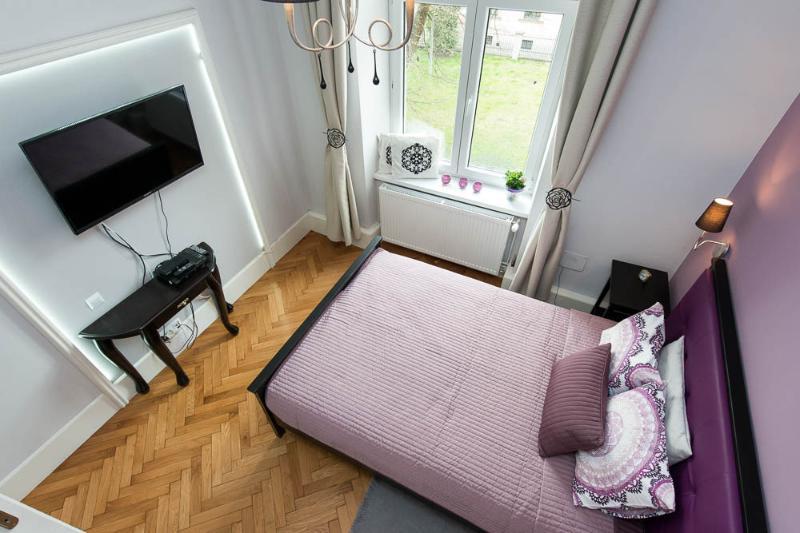 Saint Thomas Apartment 1min to Main Square with balcony, Ferienwohnung in Krakau