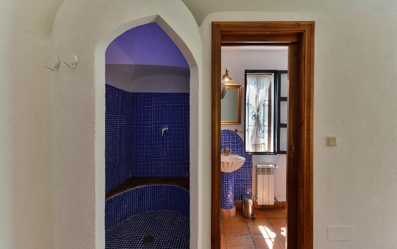 Chaque chambre à notre villa de luxe a sa propre belle salle de bains.
