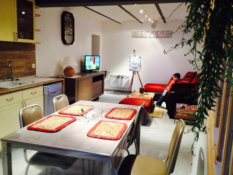 AZEMIA ,3 chambres 5 personnes, holiday rental in Courrieres
