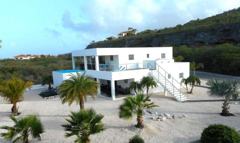 Villa Curacao 300 meter van strand, holiday rental in Sint Willibrordus