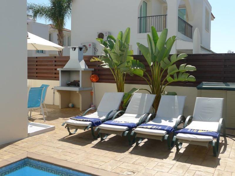 ...sunbathing area..