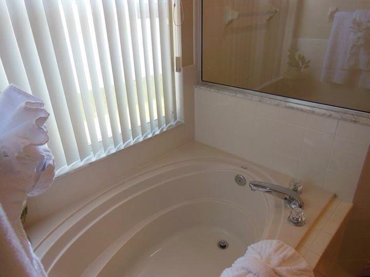 Master En-suite bath tub