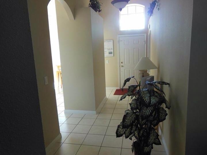 Hallway/ Front door
