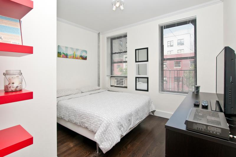 ~Beautiful~ Specious 2BR NYC Apt!, holiday rental in New York City