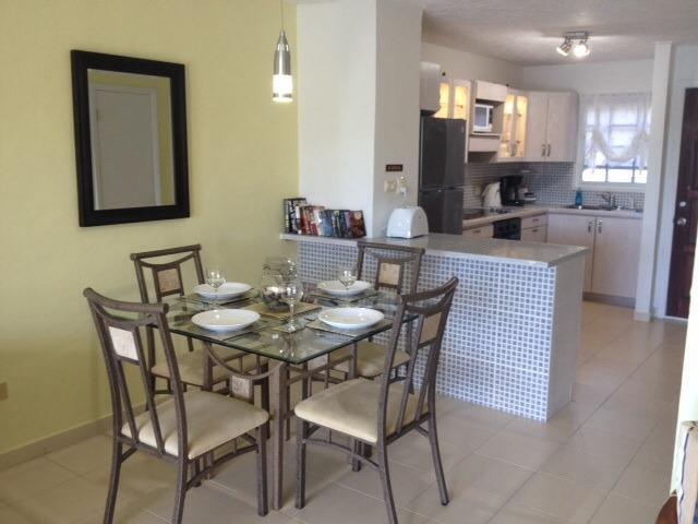 Open eetkamer en keuken