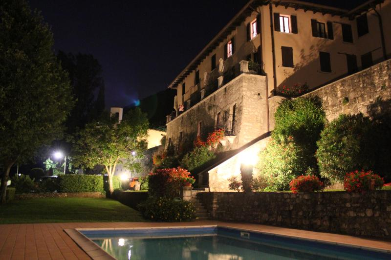 2 Bed Salò Holiday Apartment with shared pool, holiday rental in Villanuova sul Clisi