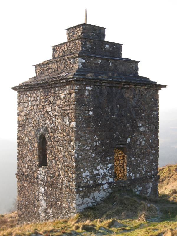 The folly on Dun na Cuaiche above Inveraray
