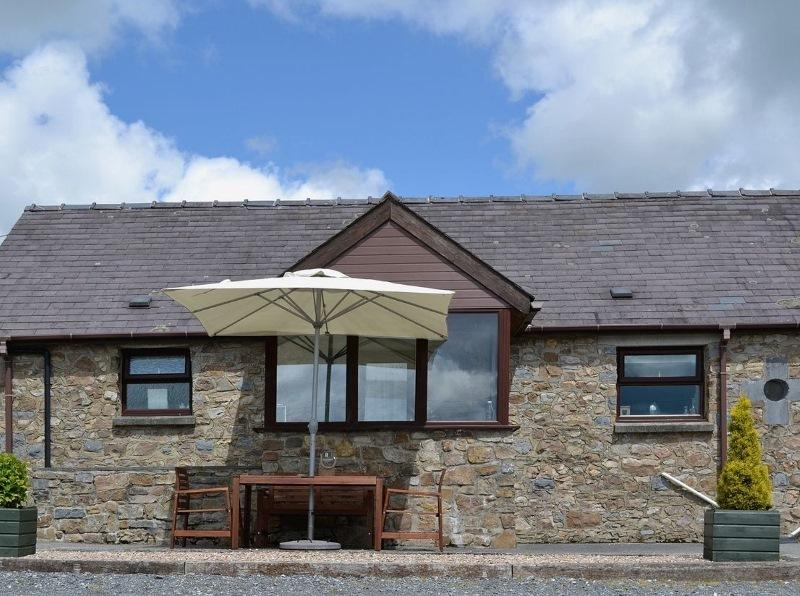 Dairy Cottage - COASTAL WOOD HOLIDAYS - Nr beaches, Amroth, Saundersfoot & Tenby, holiday rental in Amroth