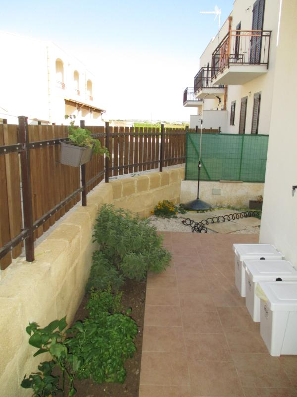 Rear garden with various aromas and outdoor shower