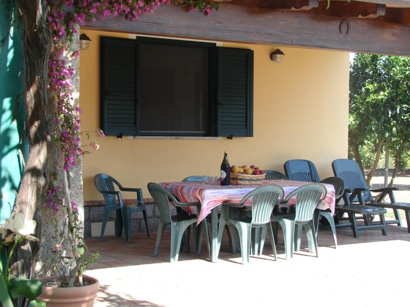 TORTOLI BUNGALOW LAIN AT A SHORT DISTANCE OF THE B, vacation rental in Arbatax