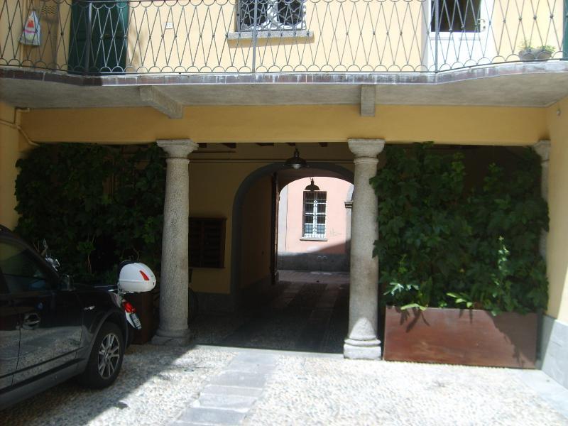 Nel pieno centro storico di Como, in un vecchio monastero annesso alla chiesa di San Donnino