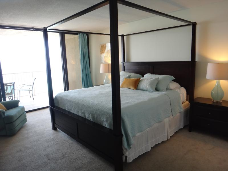 Modern chic 2 Bd/2B Oceanfront Condo at Panama Cit, holiday rental in Panama City Beach