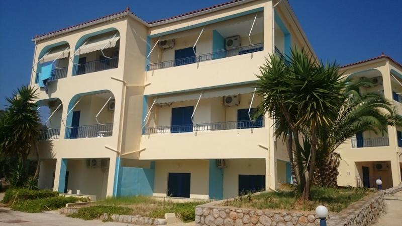 Korfos Bay Apartments, holiday rental in Sofiko