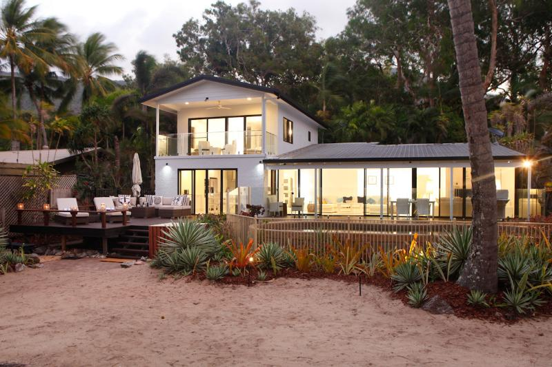 Absolute Beachfront! Belle Roche at Oak Beach, vacation rental in Port Douglas