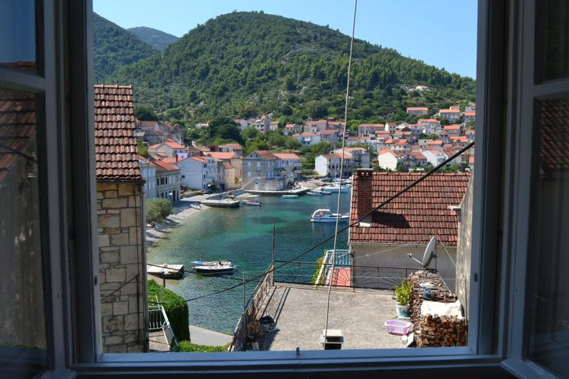 Korcula Racisce Bay Apartment, holiday rental in Racisce