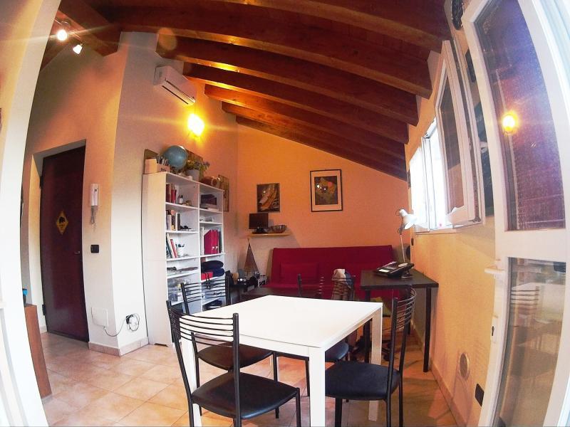 BEAUTIFUL PENTHOUSE  FURNISHED, casa vacanza a Carpenzago