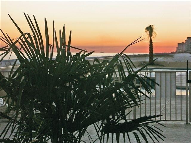 Zonsondergang op het einde van een prachtige dag