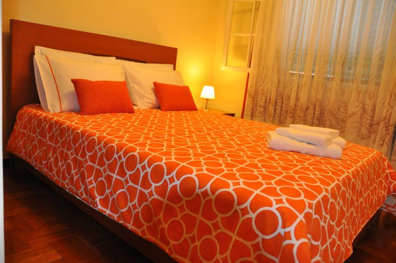A second bedroom: queen bed.