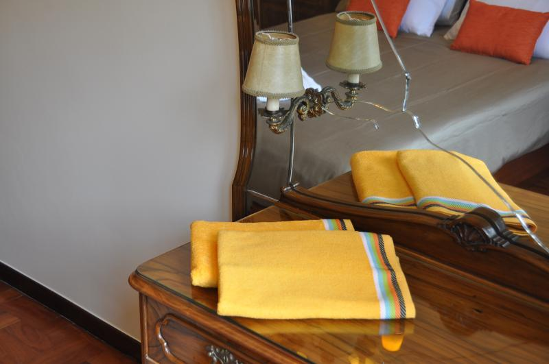 Main bedroom: beach towels.