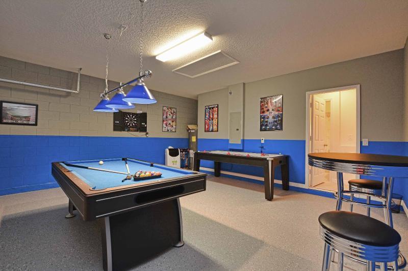 Sala de juegos dentro de la casa con aire conditionare