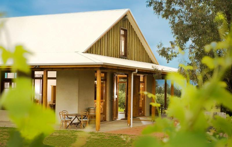 Whispering Brook Country House & Winery, location de vacances à Broke