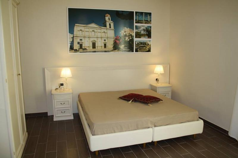 Camera San Sabino (Sweet home)Bagno in camera,aria condizionata,Smart TV, tv 3D, Tv satellitare,Wfi,