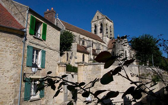 les marches de l'église d'Auvers sur Oise (en face de la Lucarne du voyageur)