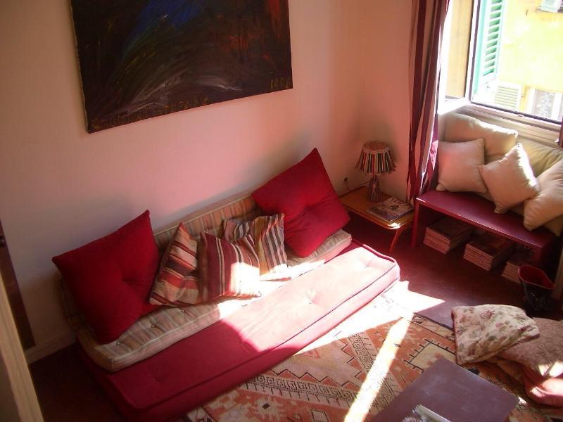 dalla zona soppalco (mezzanine) dove si dorme, si può vedere ogni zona della casa