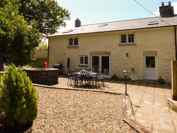 PENUWCH FACH, open fire, woodburner, enclosed garden, pet-friendly, near, vacation rental in Devil's Bridge (Pontarfynach)