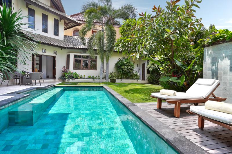 Villa Bedua - Luxury and style close to the action, Ferienwohnung in Seminyak