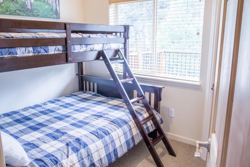 En övre nivå Longs Peak gäst sovrum
