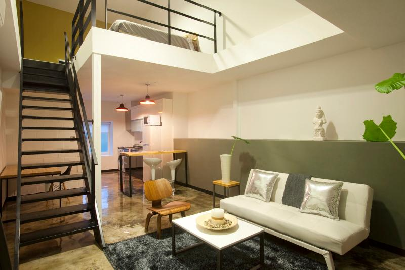Two Level Apartment for 4 adults with super tall ceilings. Dwell Family
