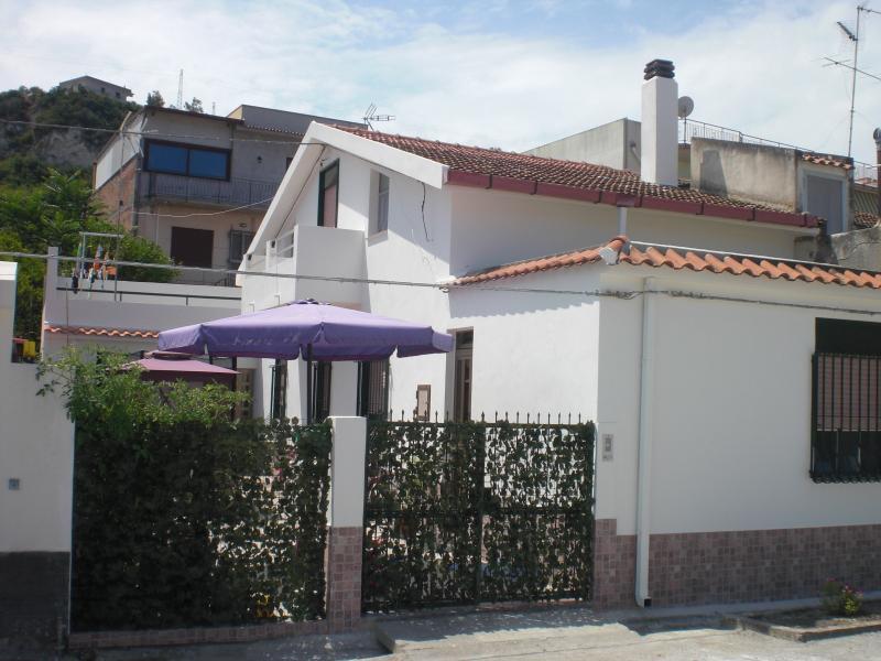 CASA VACANZE 12 posti letto, holiday rental in Venetico