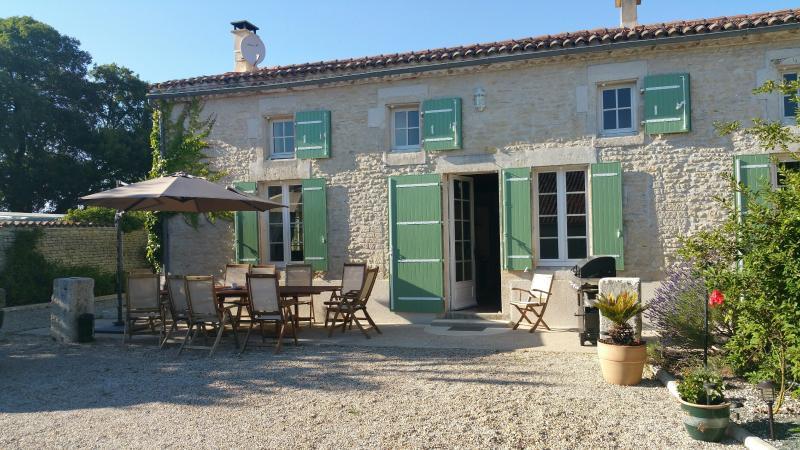 Villa Tournesol, holiday rental in Saint Pierre de Juillers