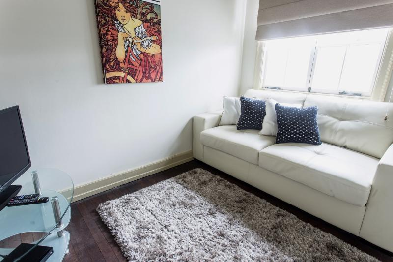 Level 1 informal lounge/bedroom 5
