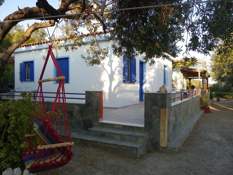 Traditional House in Lesbos island !, Ferienwohnung in Varia