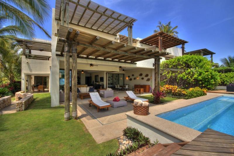 large patio/yard & pool