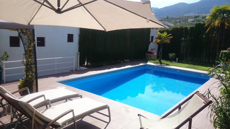 Chalet de lujo con piscina privada y WIFI, vacation rental in Monachil