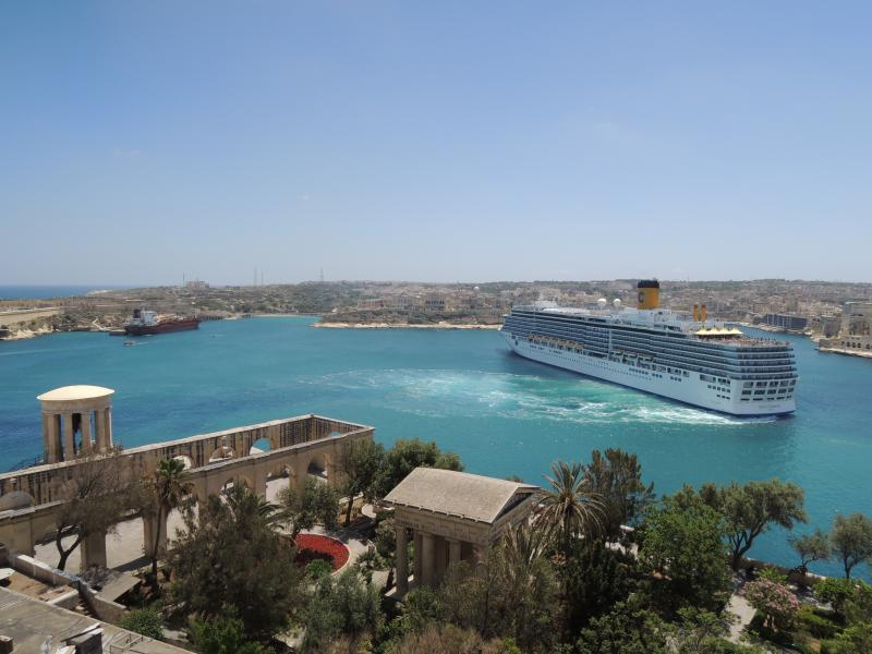 Cruise Liner Maneouvres