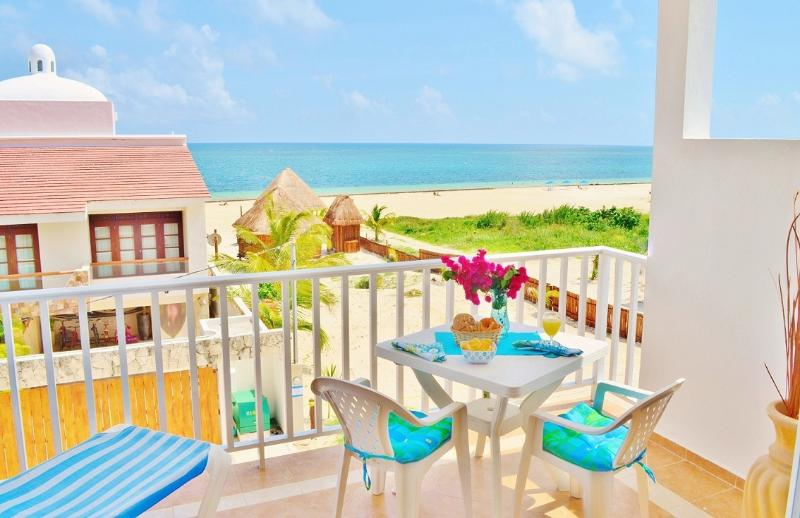 Balcony with ocean view, the perfect place to enjoy the breakfast.