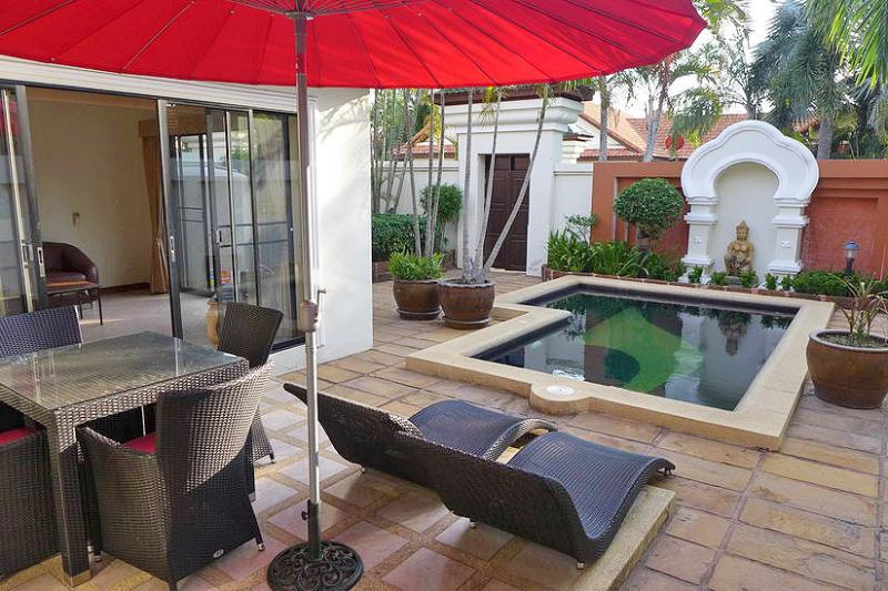 Patio with 2 sunbeds